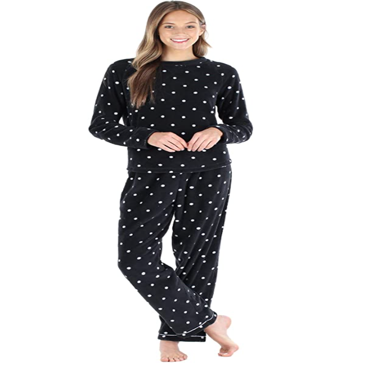 a model in the pajamas in black with white polka dots