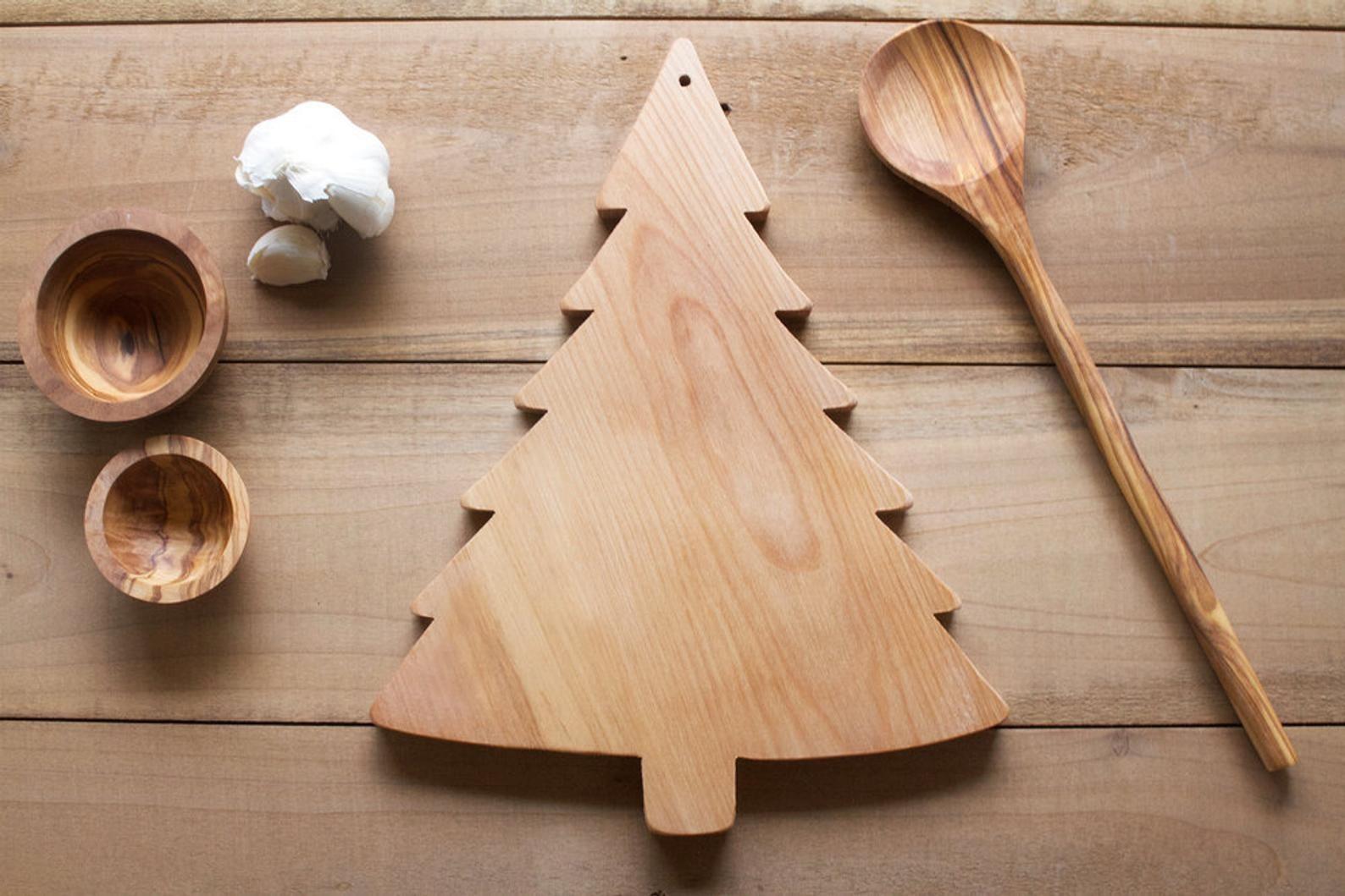 Pine tree cutting board