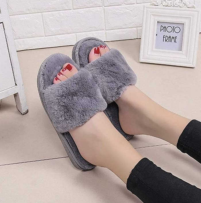 The open toe slide slippers in grey