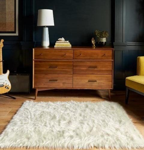 the white shag rug