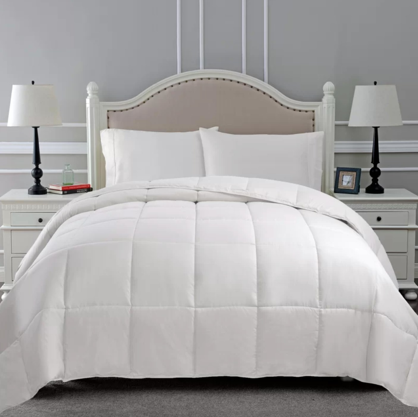 The down comforter in white