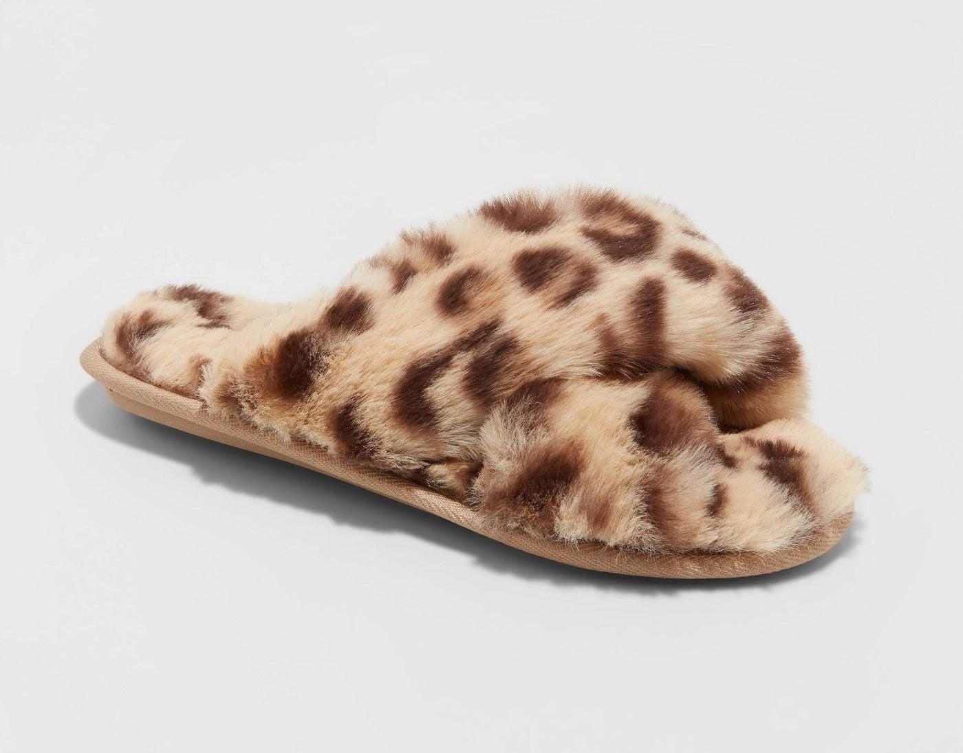 Leopard print fuzzy slippers