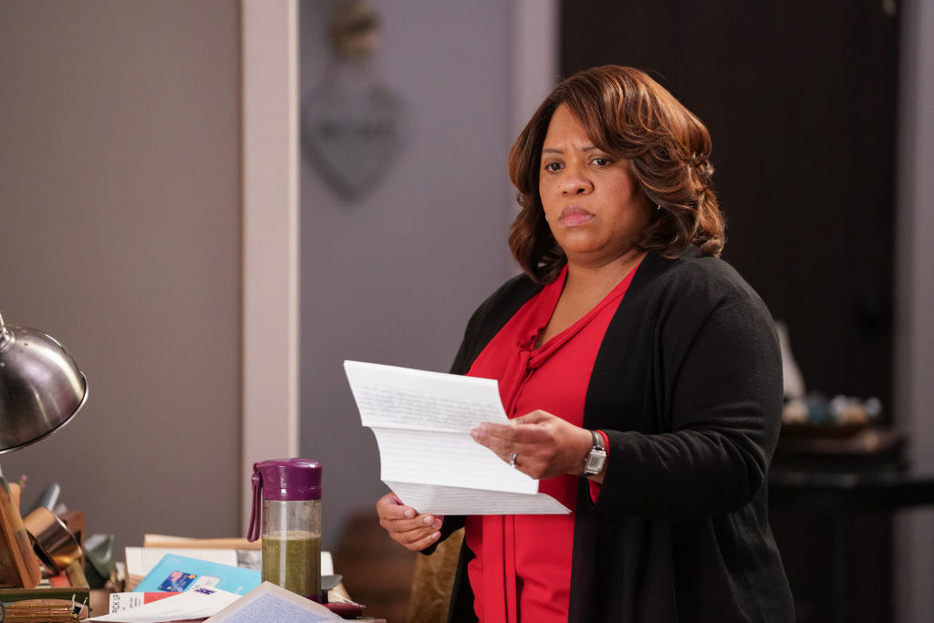 Dr. Bailey reading the goodbye letter from Alex.