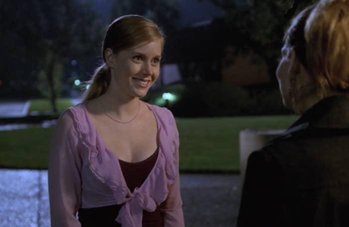 Amy as cousin Beth talking to Tara