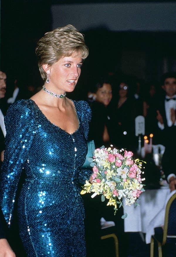 Плаття принцеси Діани:  Плаття в сапфіровому синьому кольорі з блискітками