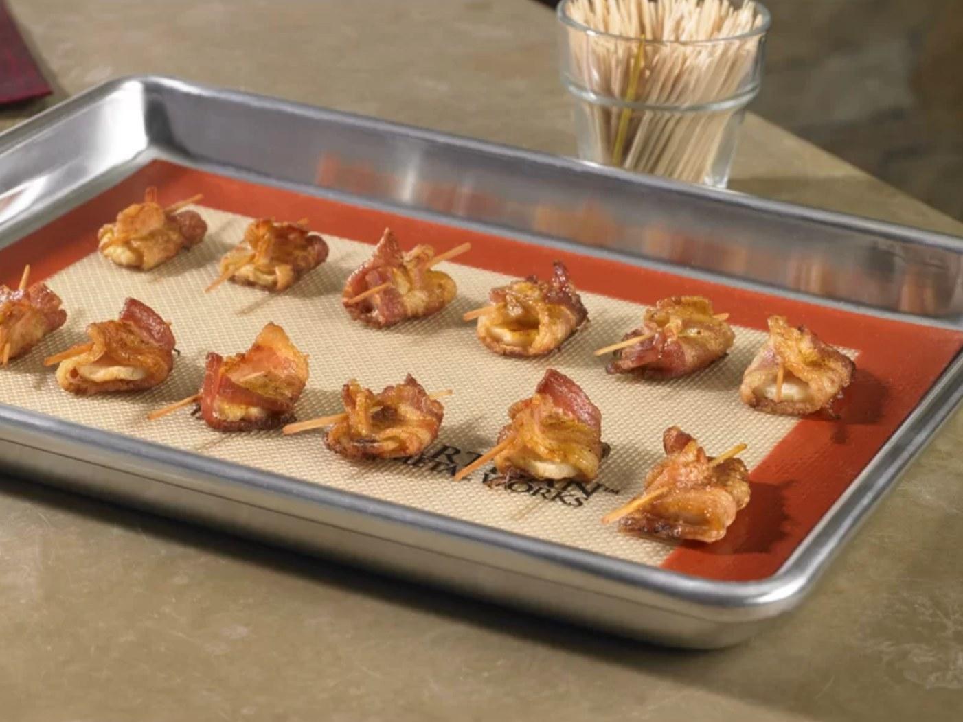The professional baking sheet and baking mat