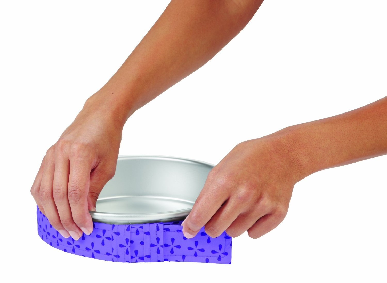 A model puts a purple bake strip on a silver pan
