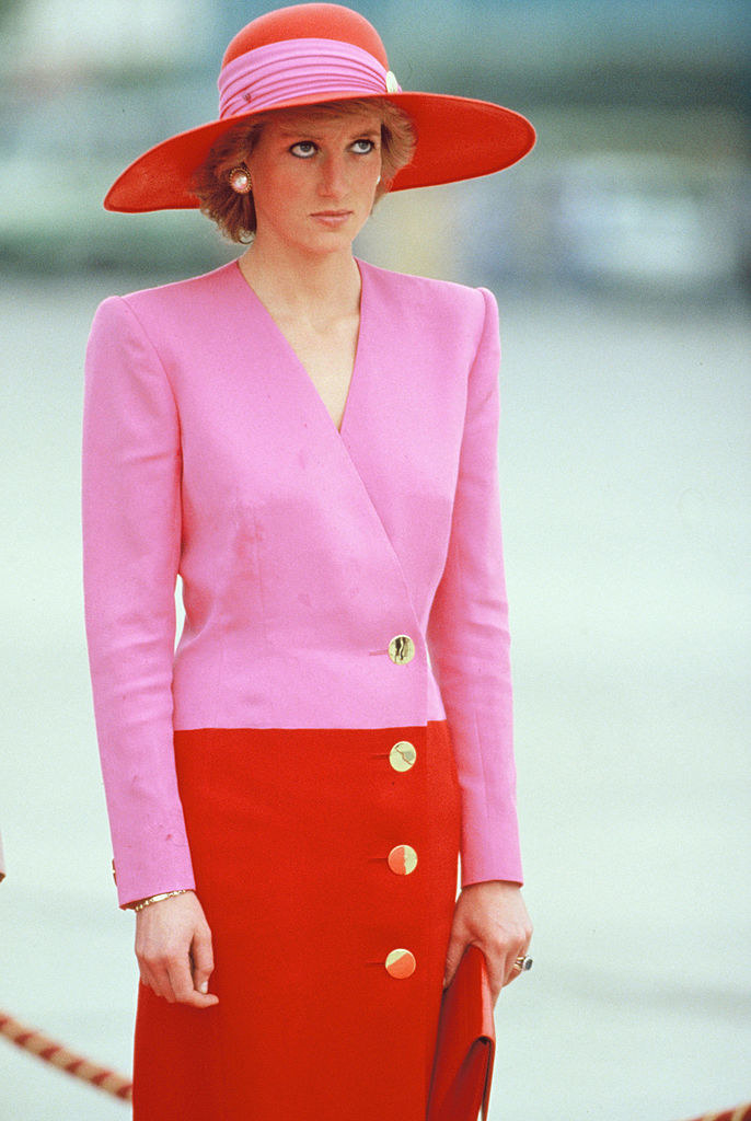 Princess Diana wearing a wide-brimmed hat, a shift dress with long sleeves and four large buttons, and large button earrings