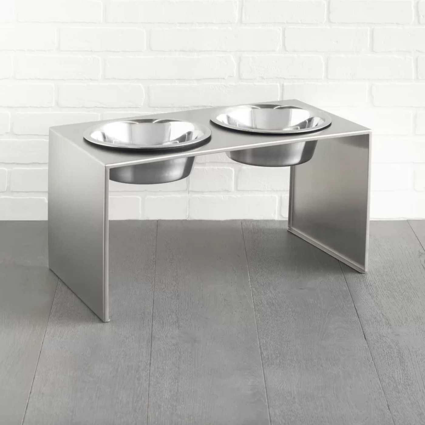 The stainless steel elevated feeder