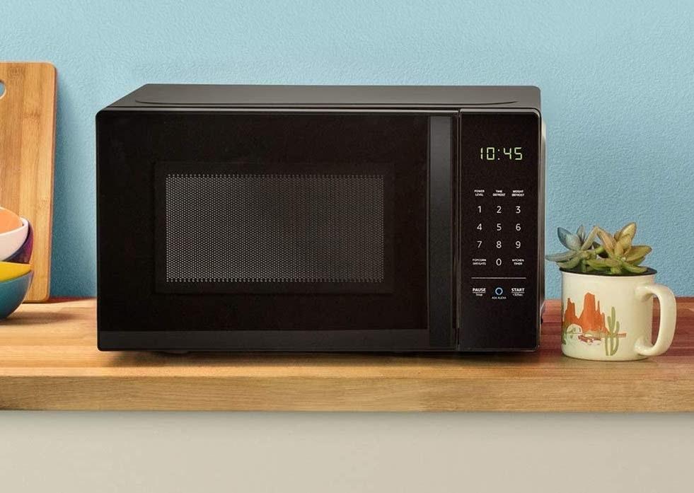 Amazon Basics microwave on kitchen counter