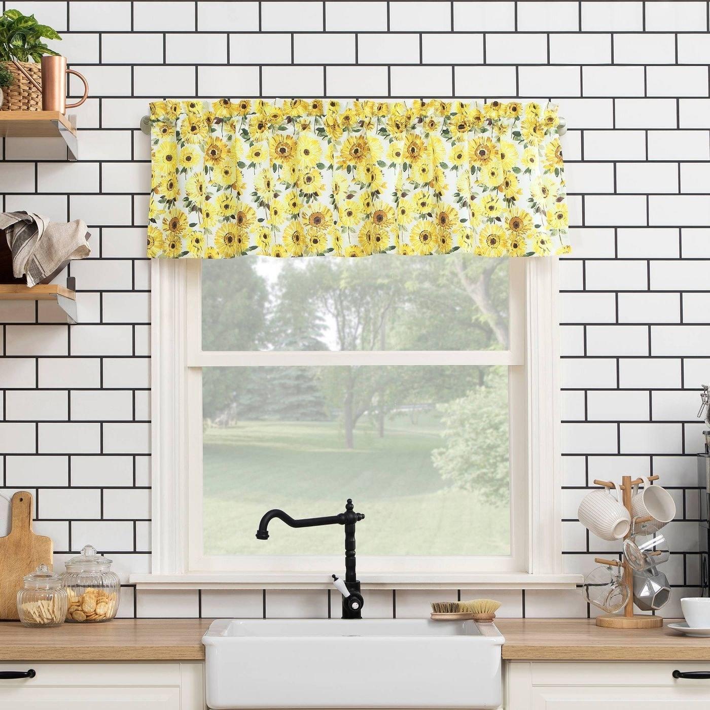 Kitchen curtain valance