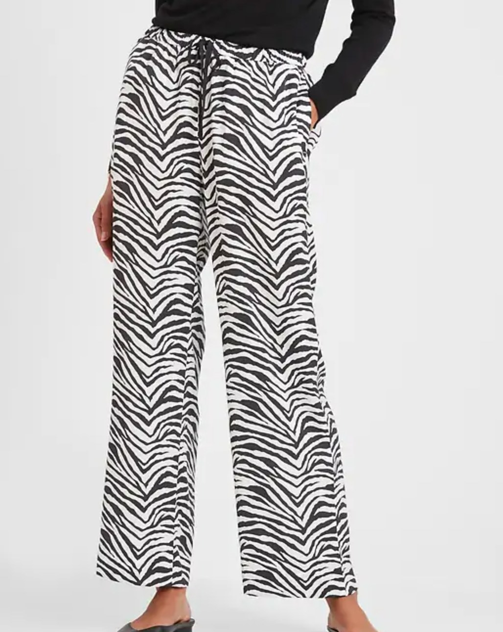 The pair of wide-leg pull-on pants in zebra print