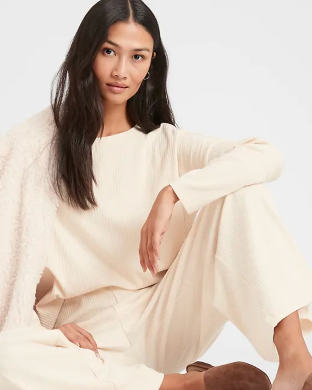 The wide-leg ribbed knit pant in beige