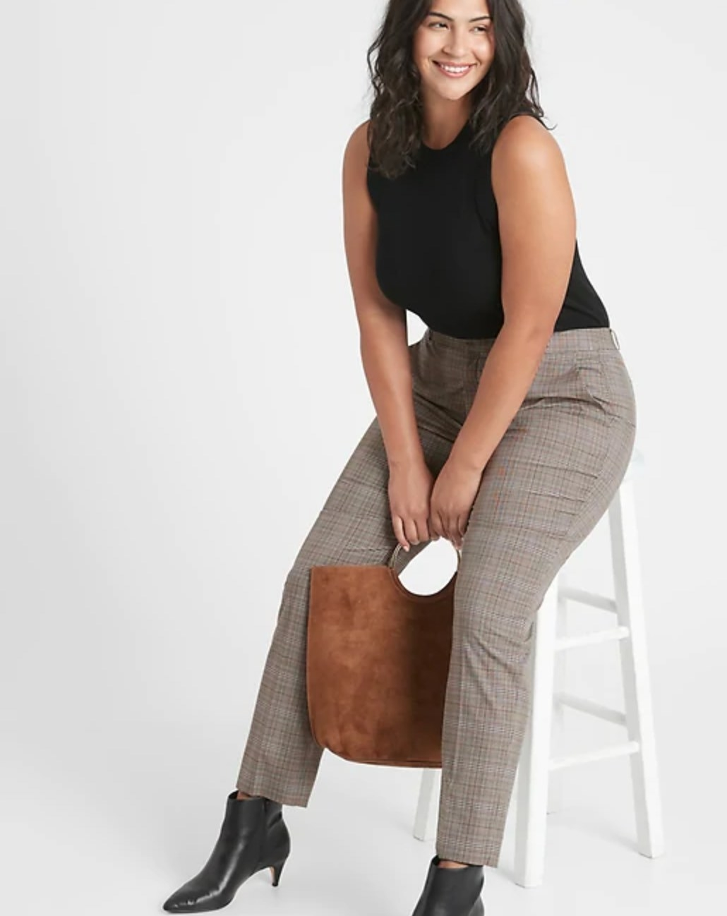 The pair of washable curvy pants in brown plaid