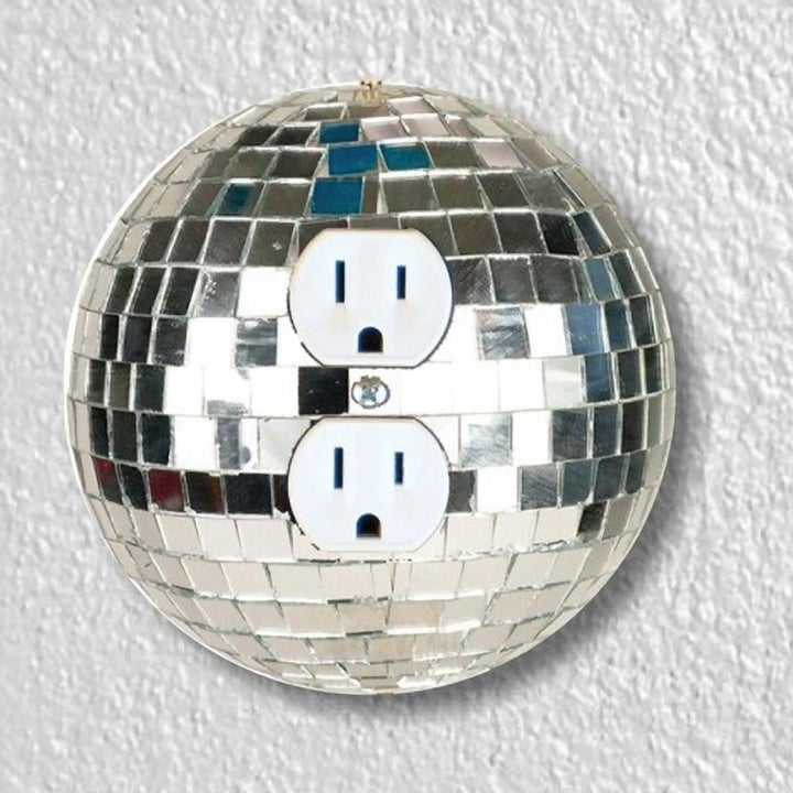 Outlet plate designed like disco ball