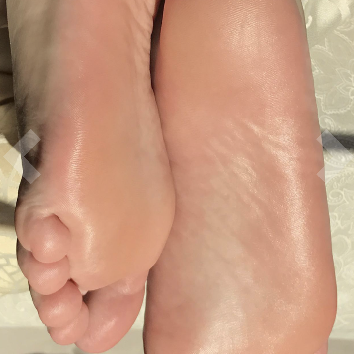 Reviewer photo of moisturized feet after peeling
