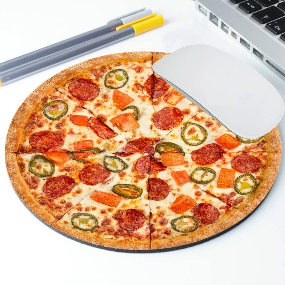 The pizza mouse pad which has pepperonis, peppers, and tomatoes