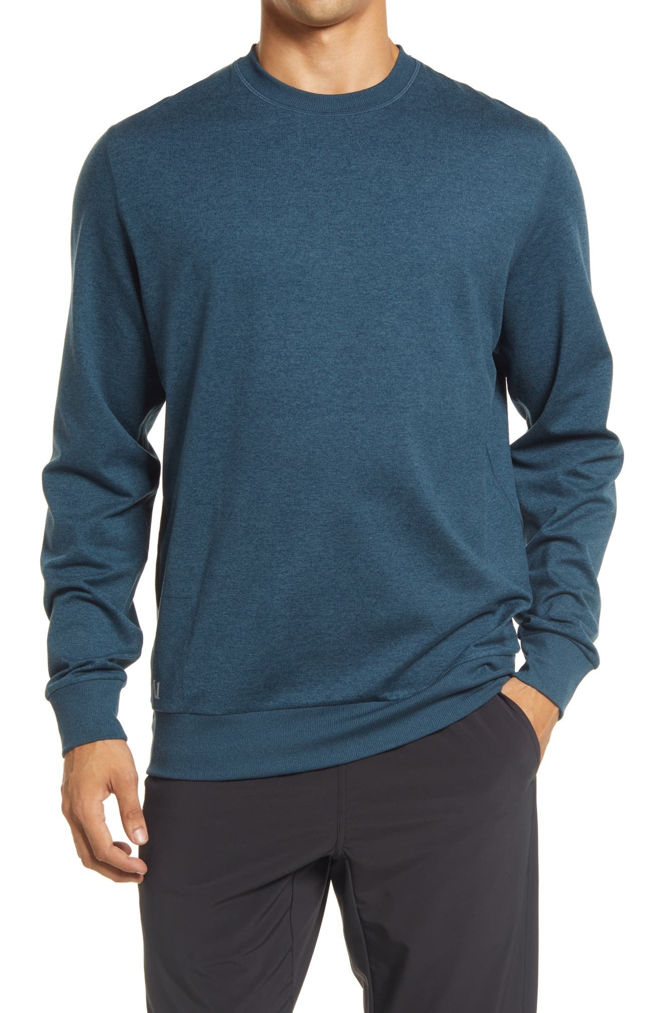 Model wearing the pullover in blue
