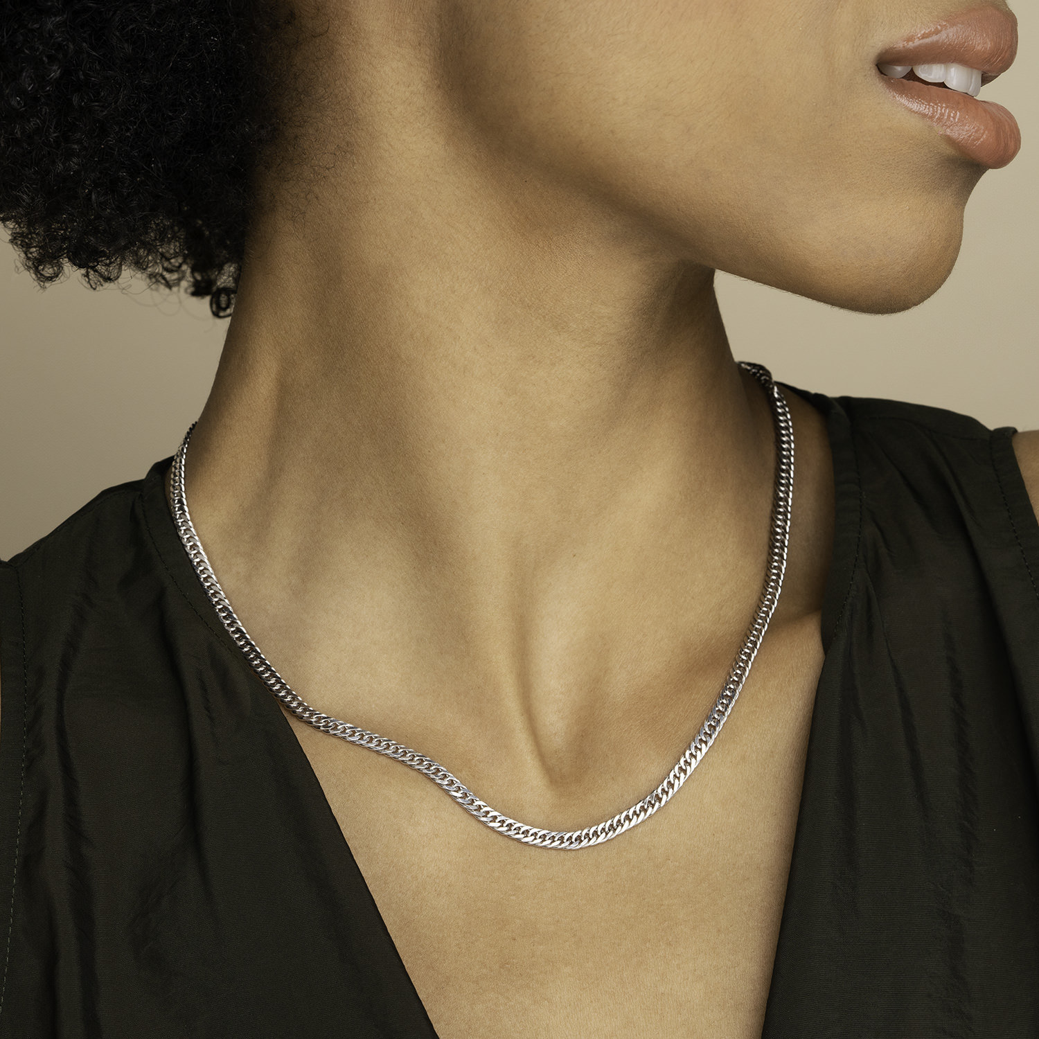 model wearing the silver chain necklace