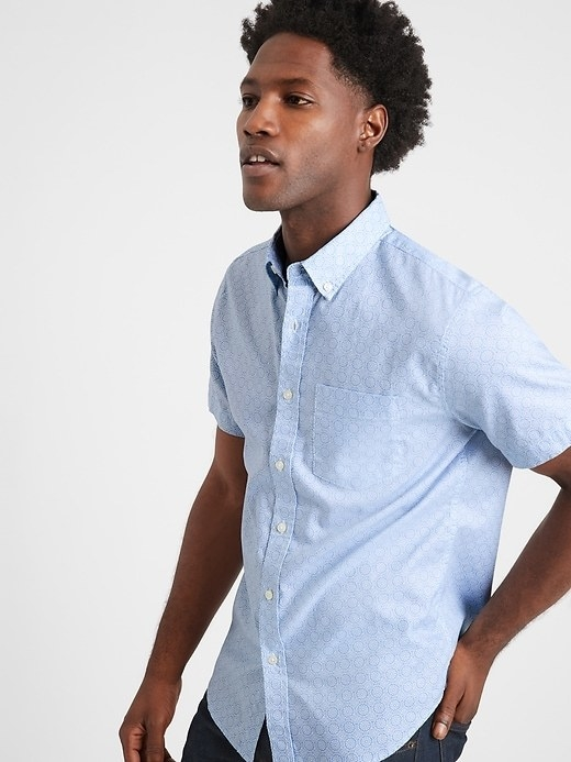 A model wearing the slim-fit oxford shirt in blue mosaic