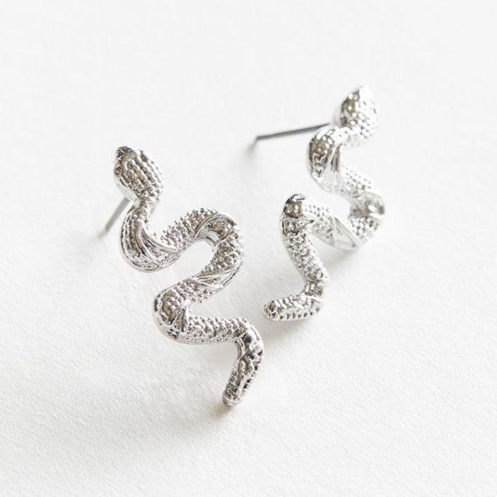 the silver earrings