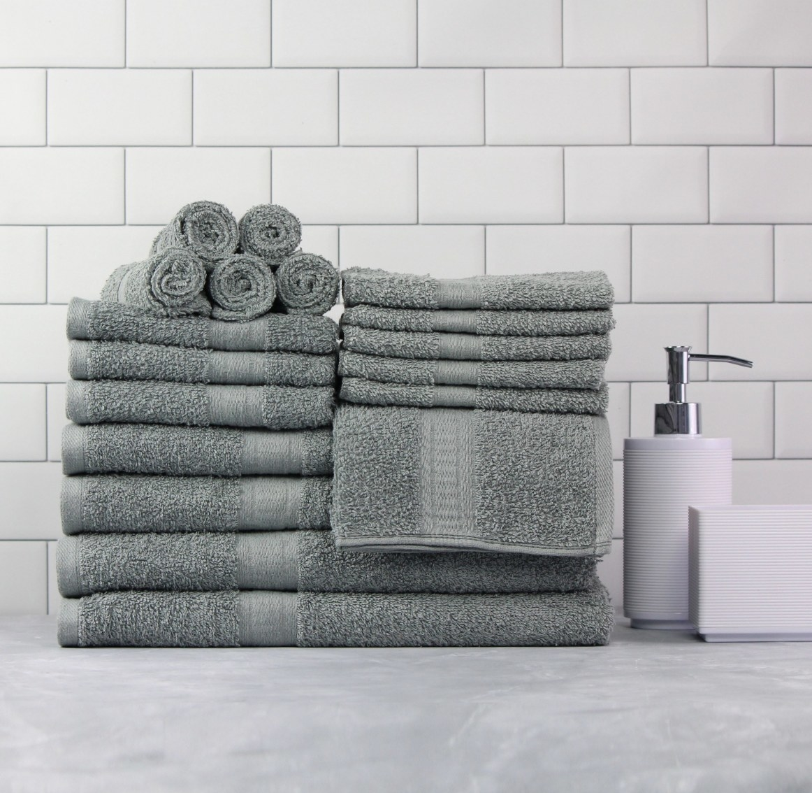The 18-piece towel set in light school grey