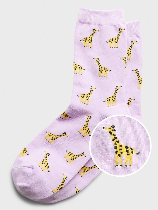 The giraffe trouser socks in lilac
