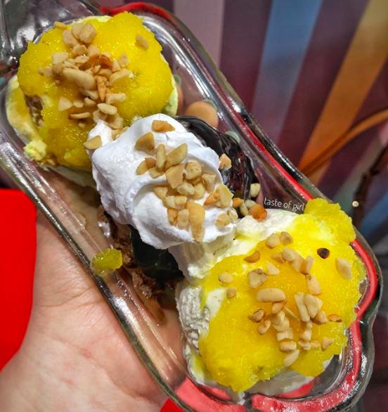 An ice-cream sundae