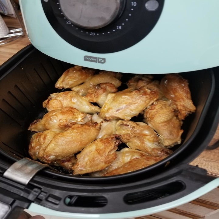 Reviewer uses same air fryer to heat up chicken wings