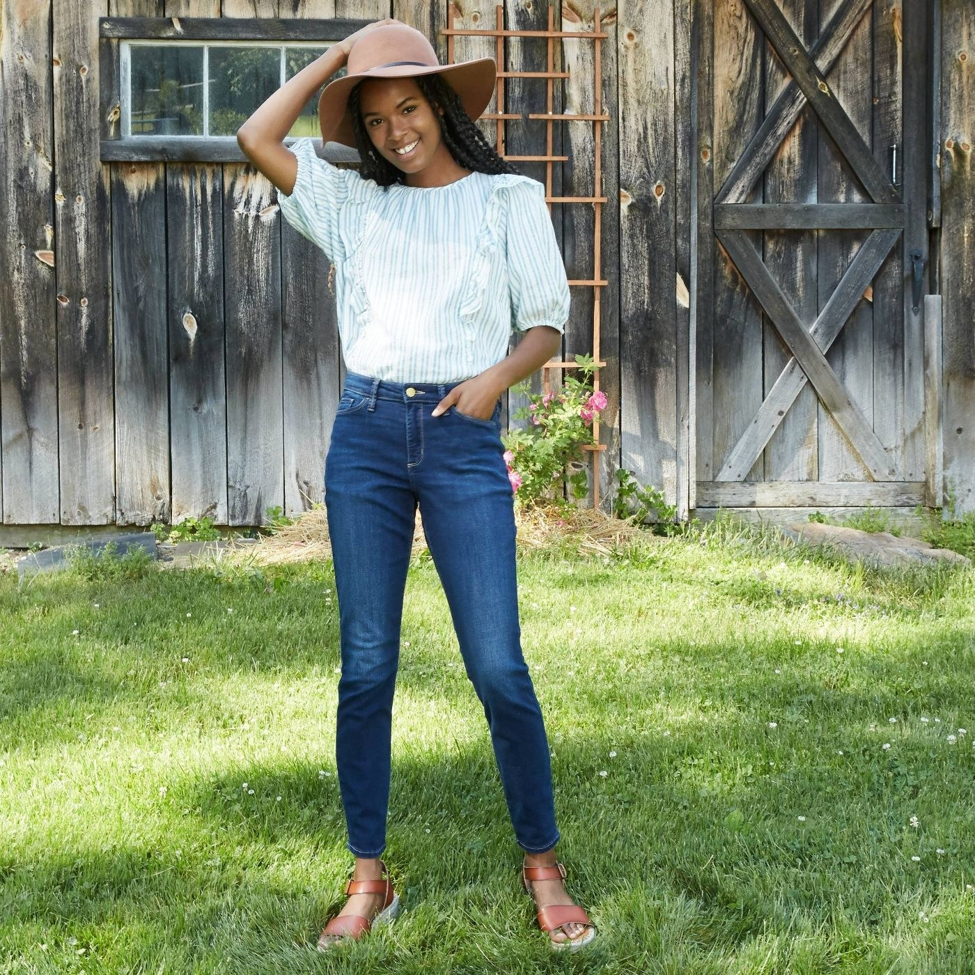 A model wearing mid wash blue skinny jeans