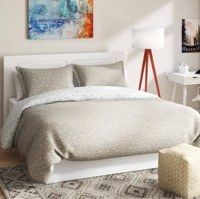The geometric duvet cover set in taupe