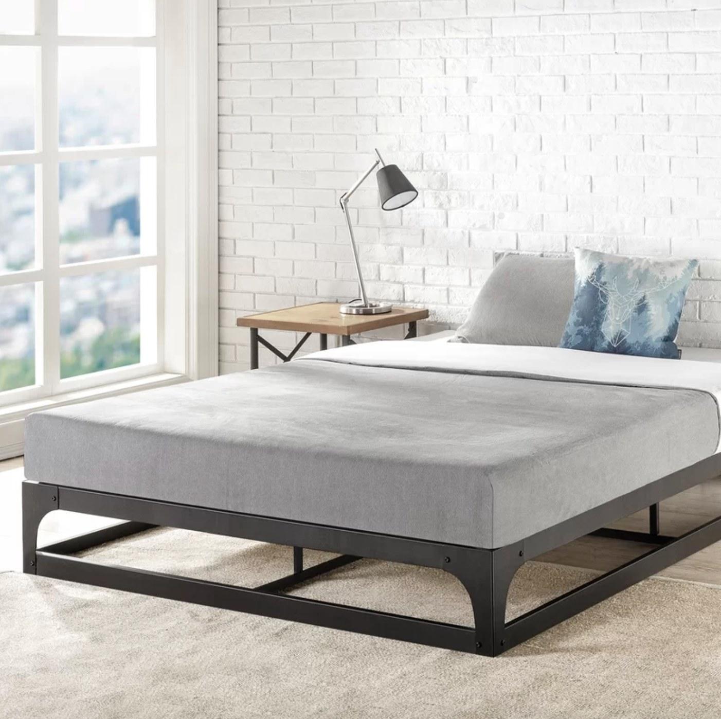 The steel platform bedframe in queen size