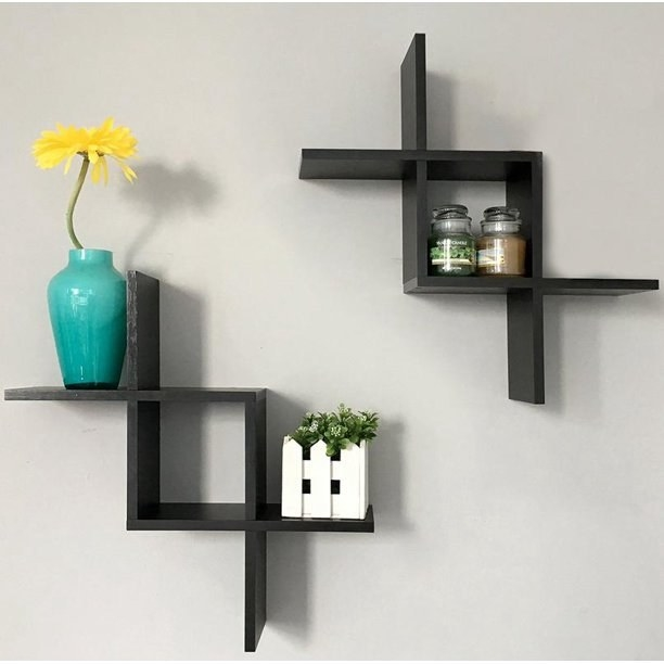 The mounted floating shelves