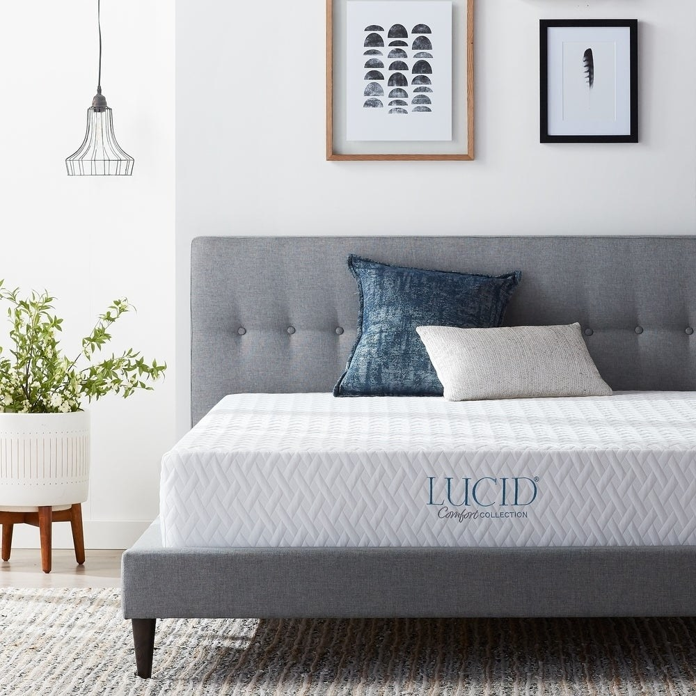 "The mattress which has branding that says ""Lucid comfort collection"""