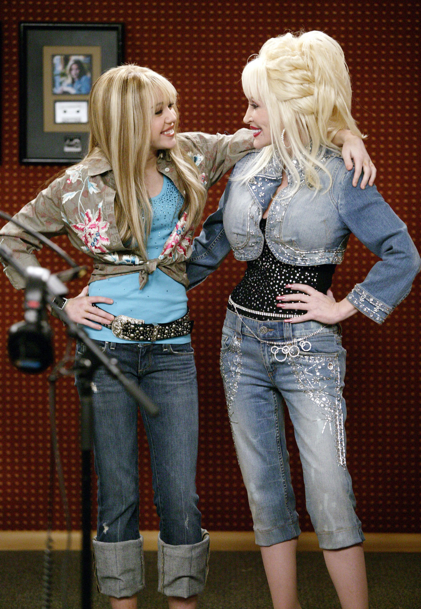 """Miley Cyrus and Dolly Parton in Dolly's first episode in 2006: """"Good Golly, Miss Dolly"""""""