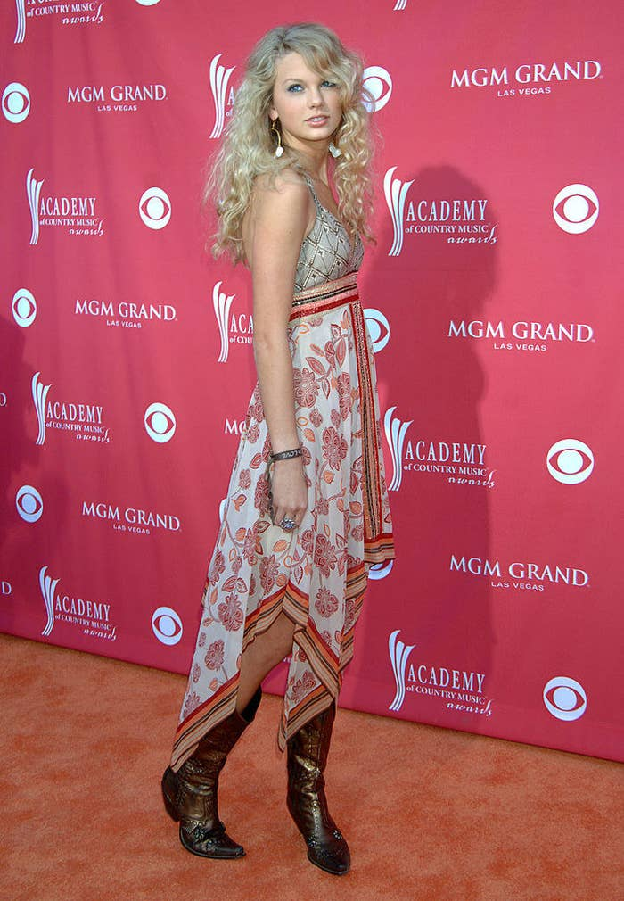 Taylor Swift posing on the red carpet at the Country Music Awards in 2006