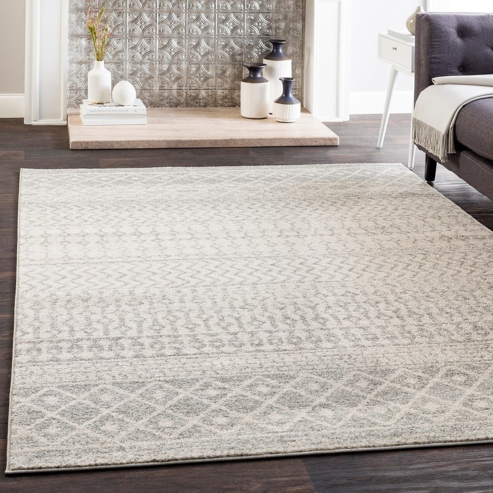 The rug in grey