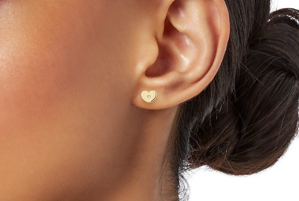 Ear with the yellow gold earring