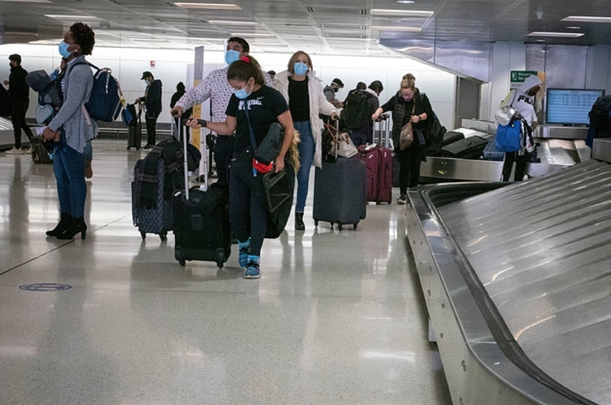 New COVID-19 Cases Broke Another Daily Record In The US As People Start Their Thanksgiving Travels