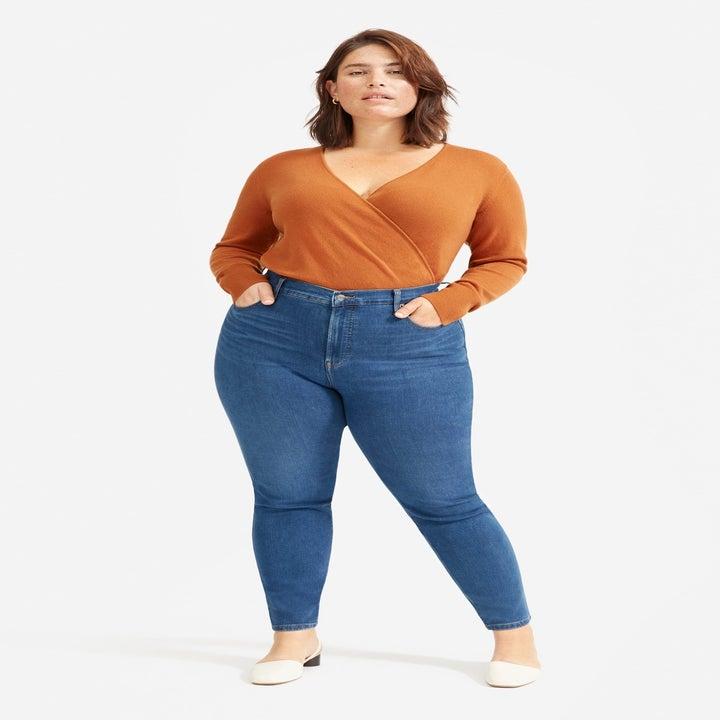 model wearing the blue jeans