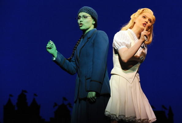 Elphaba and Glinda sing back to back