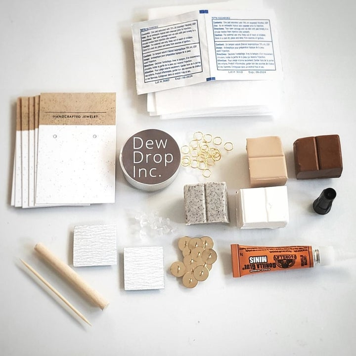 Everything that comes included in the kit