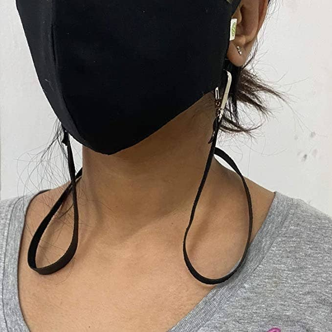 Black clip on chain for masks.