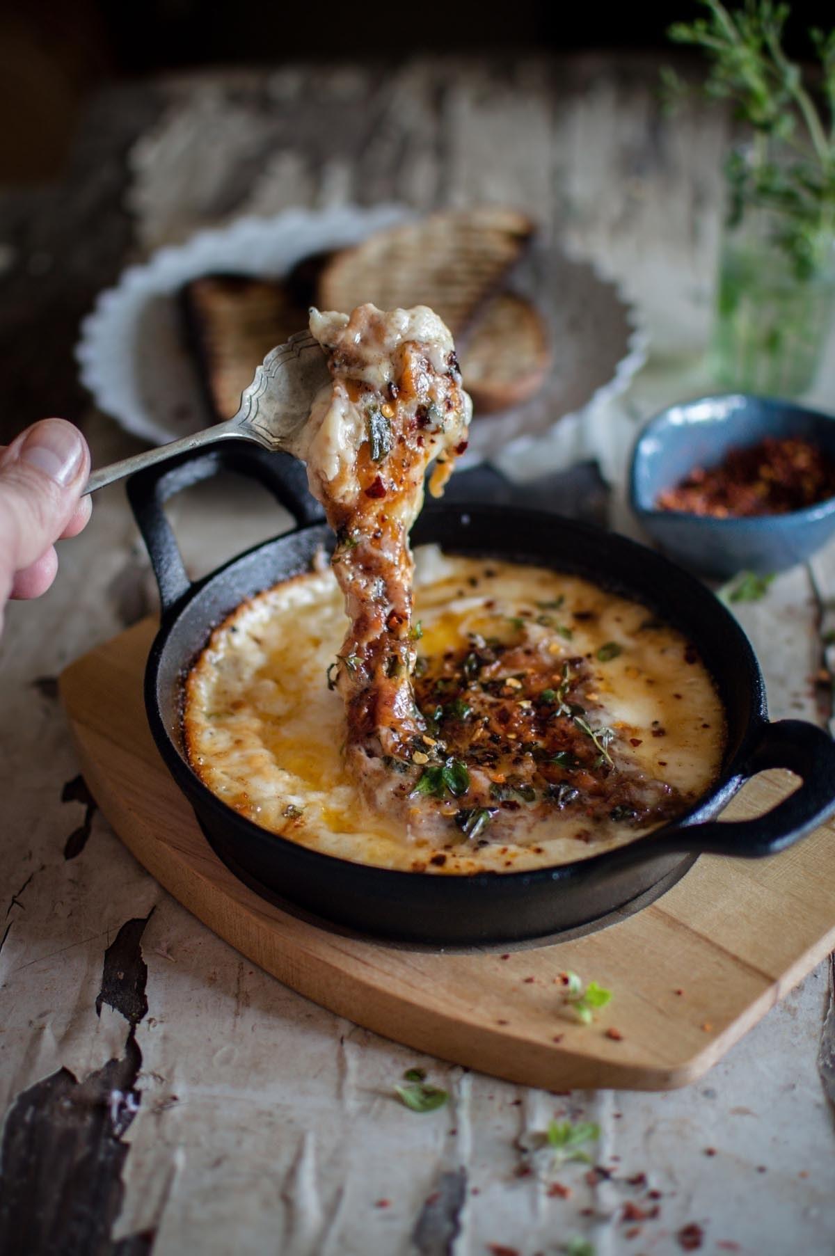 A pan of provoleta