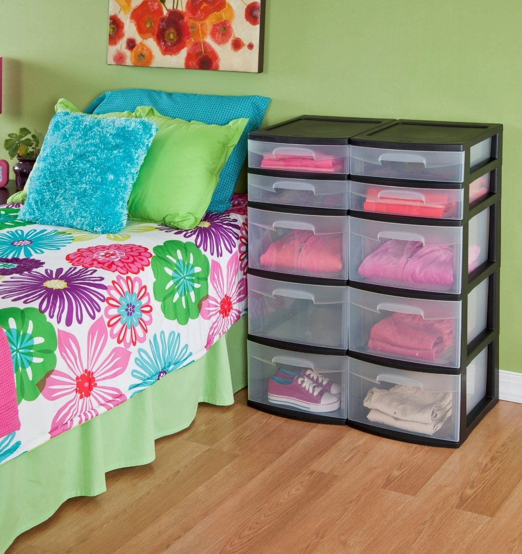 The five-drawer tower in black
