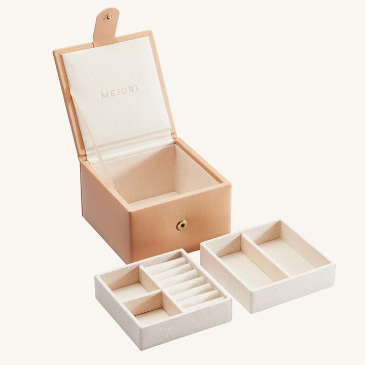 the nude jewelry box