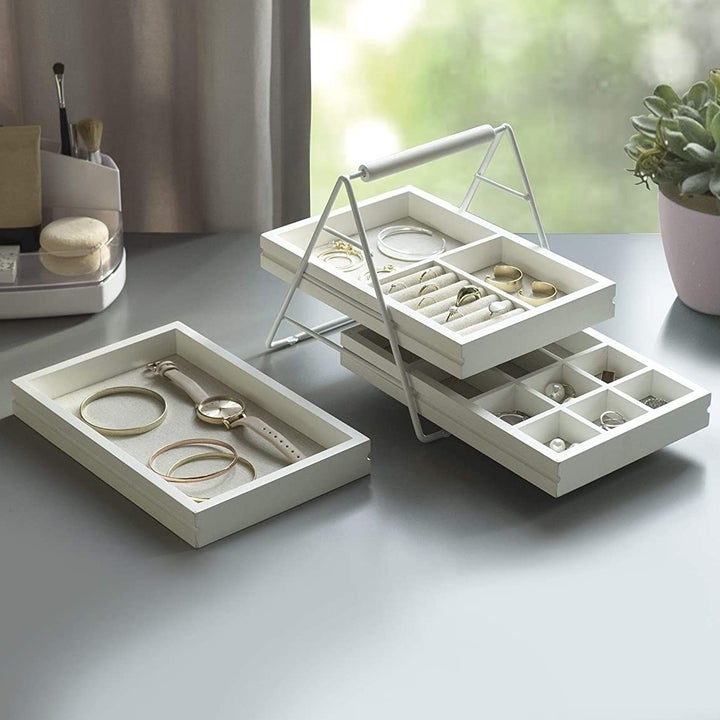the white jewelry tray