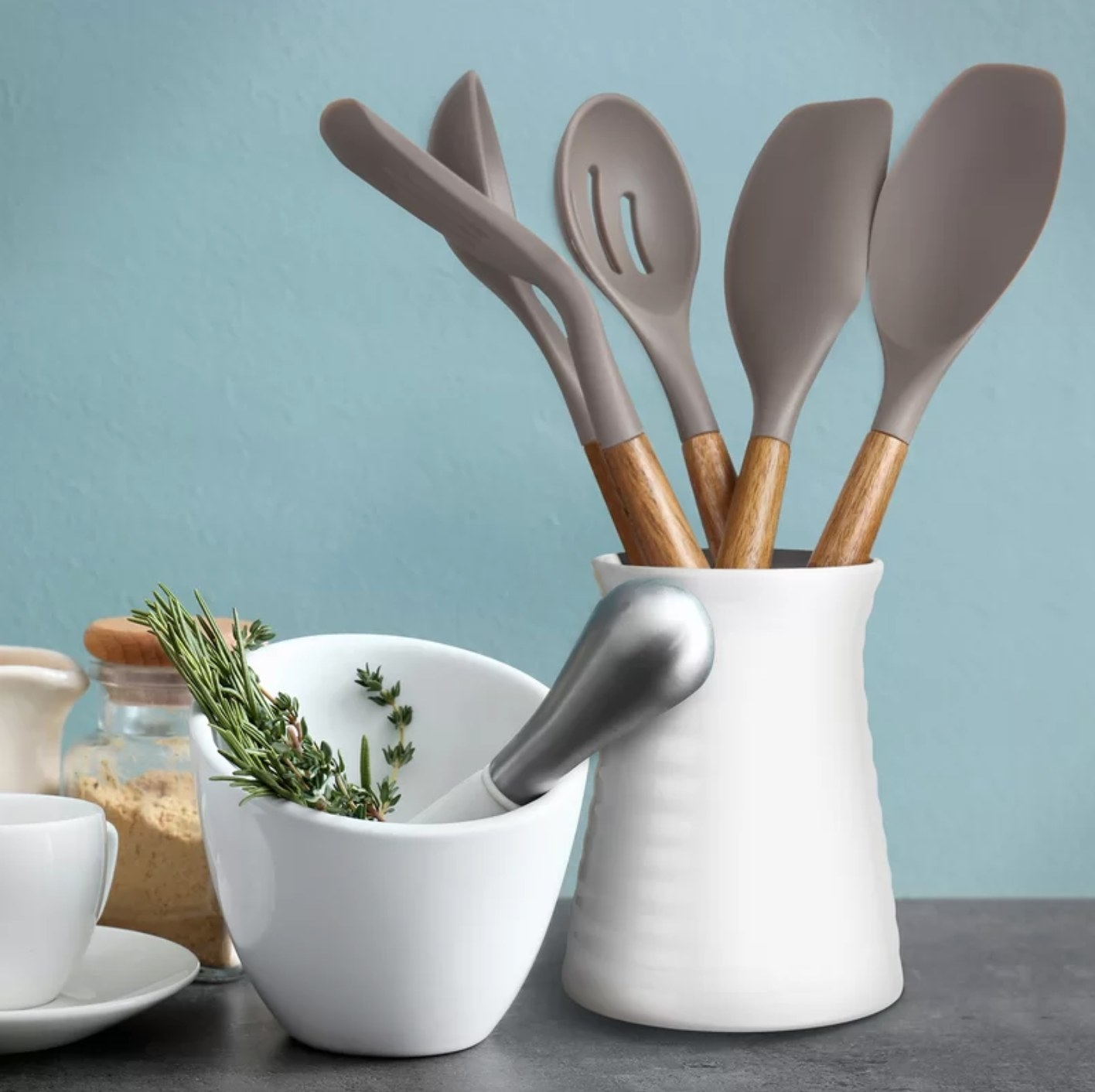 The five-piece non-stick cookware set in gray