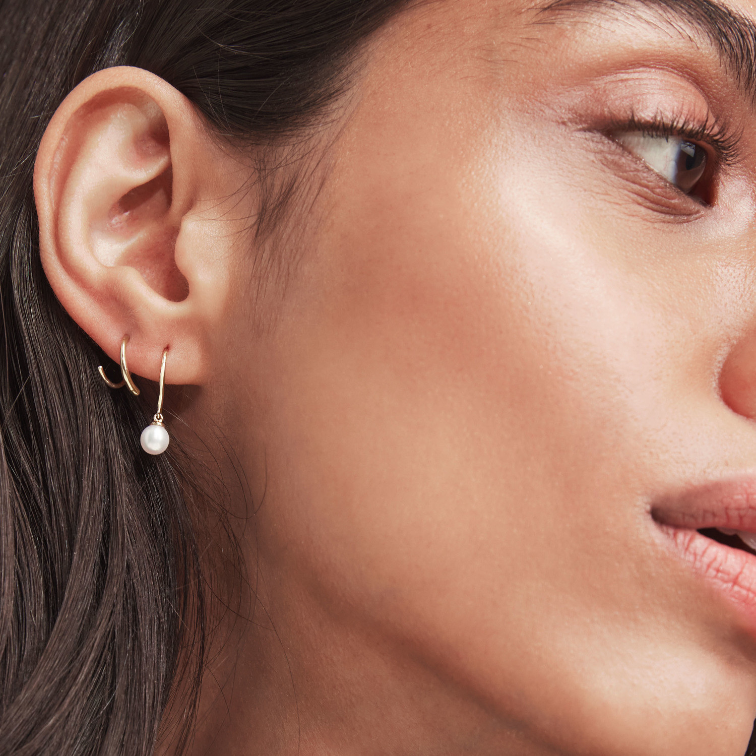 model wearing pearl drop earrings