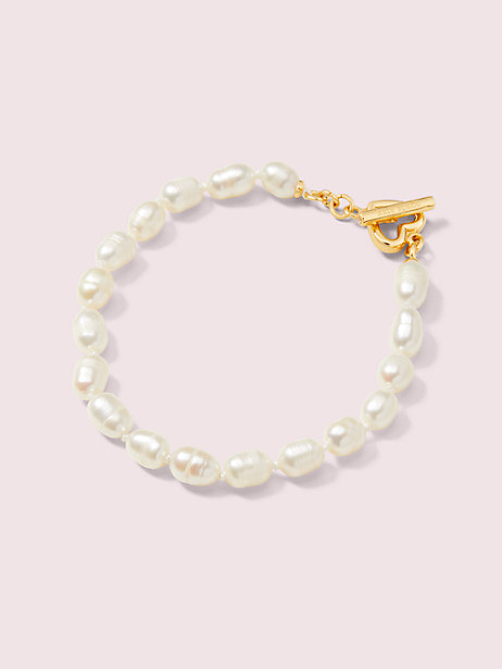 Pearl bracelet with gold clasp detail